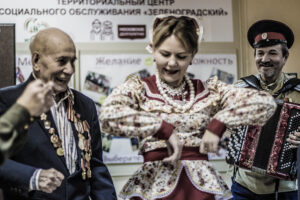 КАЗАЧКА И ВЕТЕРАН ВОЙНЫ